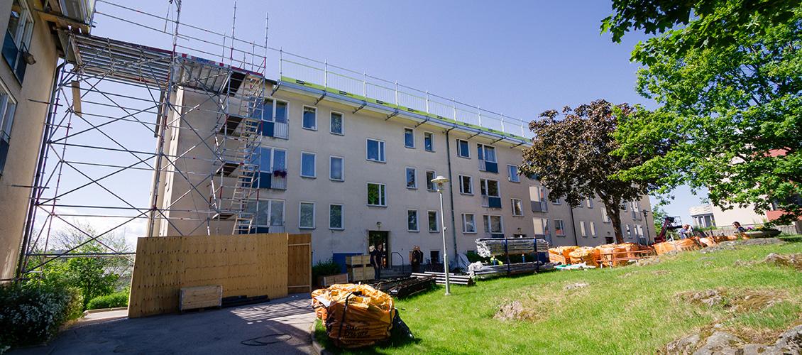 Byggnadsställningar vid takrenovering