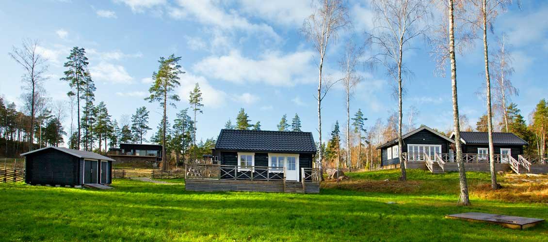 Traditionella hus med uthus